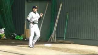 巨人春季宮崎キャンプにて。 杉内俊哉のブルペンでの投球練習です。 ピ...