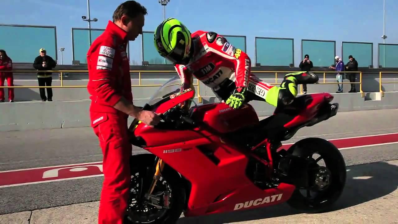 Valentino Rossi in sella alla DUCATI 1198 SP 2011 - YouTube