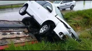 Em Goiana, 3 carros e 1 caminhão se envolvem em colisão na BR 101
