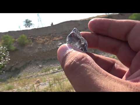 Красивый камень белый топаз