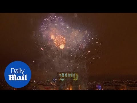 France welcomes 2019 with laser and fireworks display in Paris