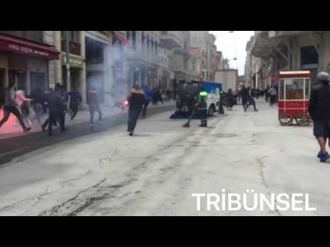 İstiklal Caddesi'nde Olympiakos Taraftarıyla Fenerbahçe Taraftarı Arasında Kavga Çıktı