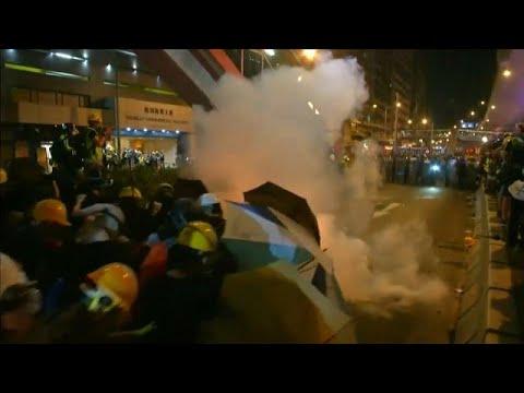 شاهد: مواجهات بين الشرطة والمتظاهرين في هونغ كونغ  - 20:54-2019 / 7 / 21
