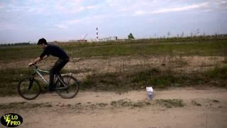 Как прыгать на велосипеде? Научим за 4 минуты! How to JUMP ON a BICYCLE (Eng sub)(, 2015-05-16T14:56:57.000Z)