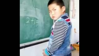El niño sumando  2+1=y después ase esto ok