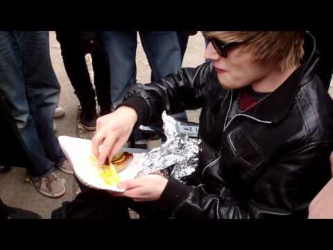 iBlali isst Bratwurst!