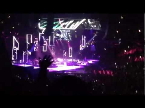Rihanna Diamonds Tour in Chicago (United Center HD 2013)