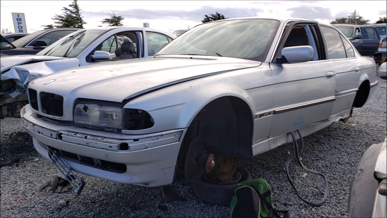 Junked BMW 740iL 1998 Slideshow