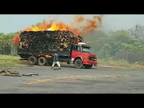 Camión ardió en llamas por culpa de la quema de pastizales