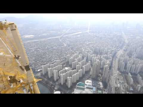 TOP OF THE LOTTE WORLD TOWER, SEOUL, KOREA (1080p)