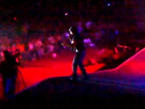 Ver Video de Luis Fonsi Se Supone en Vivo - Luis Fonsi
