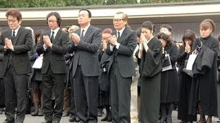 8日に肝臓がんで亡くなった島倉千代子さんの葬儀・告別式が14日、東京・...