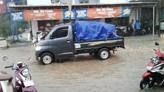 Banjir bandang  di pangkalan bus yomani