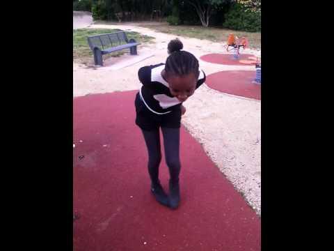 je danse au parc trop la honte