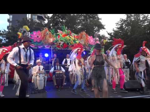 Thames Festival 'conga' to Orchestra Bombo