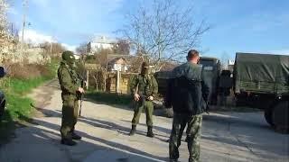 Крым захват военных баз .. зелёными человечками...
