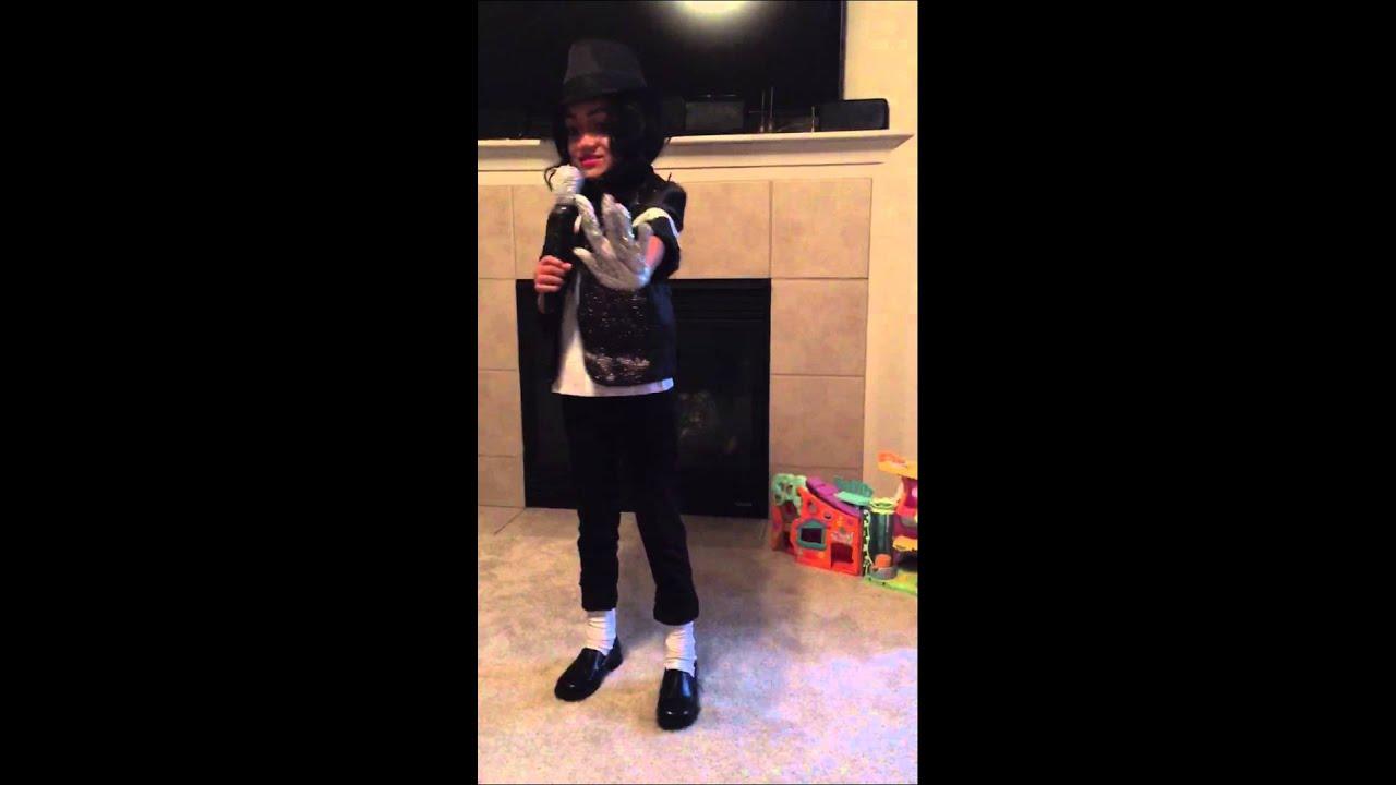 Niejahu0027s Halloween costume she Michael Jackson perform  Billie Jean. & Niejahu0027s Halloween costume she Michael Jackson perform