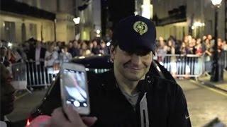 Baixar Bradley Cooper Kisses A Fan