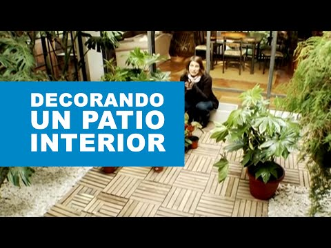C mo decorar un patio interior youtube for Como decorar un antejardin pequeno