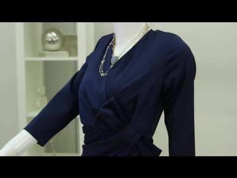How to Accessorize a Navy Dress : Fashion & Style Tips