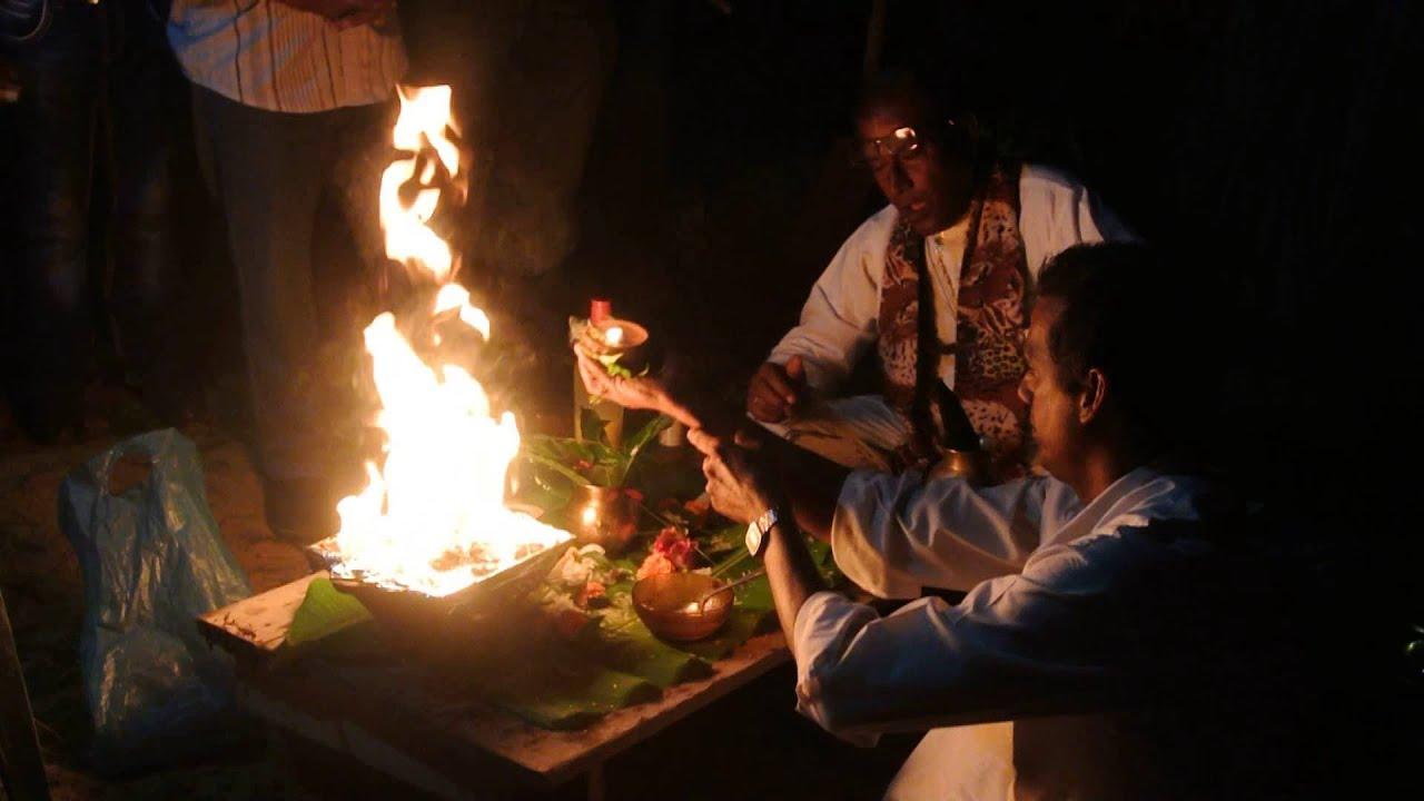 3f855ed7d75c72 Holika verbranding Suriname - YouTube