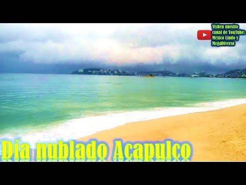 un dia nublado en playa Caleta de Acapulco