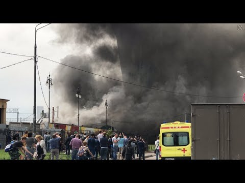 Пожар у площади Киевского вокзала. Горит склад у здания Росгосстрах
