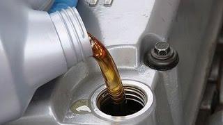 Замена масла в двигателе. Какое моторное масло заливать?(Огромное значение имеет для автомобиля наличие машинного масла в двигателе и его свойства. Какое масло..., 2015-09-29T14:18:31.000Z)