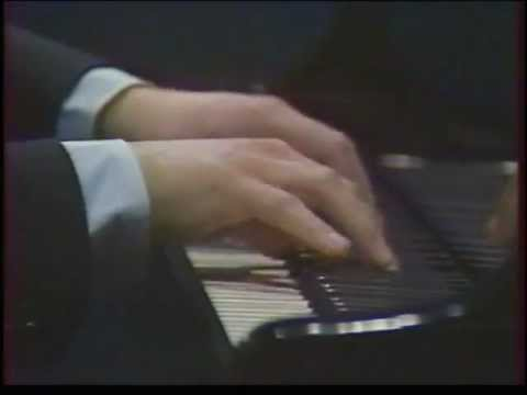 Emile Naoumoff plays Rachmaninoff on French Interview