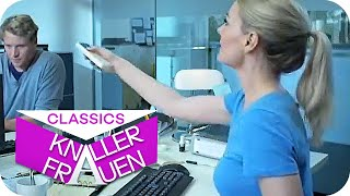 Flirt in the office | Knallerfrauen with Martina Hill