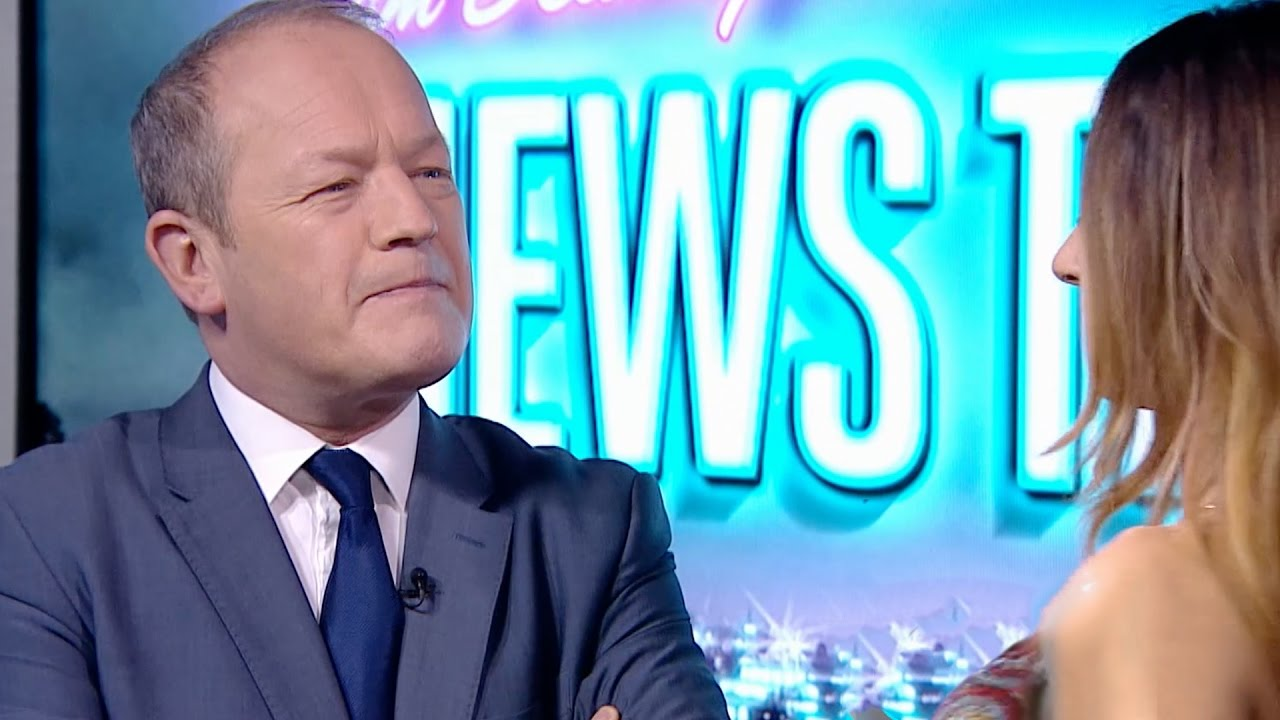 Simon Danczuk MP distracted by a belly dancer - News Thing