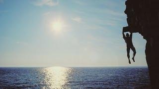 ALLAH  SEVDİĞİ KULU NASIL KORUR ( Yaşamındaki mucizeleri görmeye hazır ol)