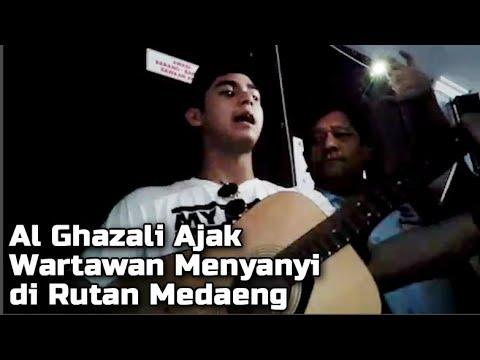 Al Ghazali Ajak Awak Media Menyanyi Bersama Lagu Dewa Hadapi Dengan Senyuman di Rutan Medaeng