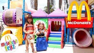FROZEN ANNA E MOANA NO PARQUINHO - Family Fun Time at McDonald's Indoor Playground CLUBINHO DA LAURA