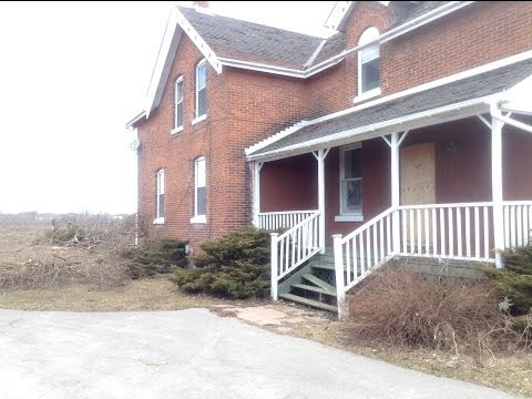 Exploring an Abandoned 19th Century Farm House at Taunton Rd. and Lakeridge in Whitby, Ontario