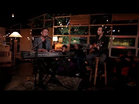 Piyu & Barsena - Rapuh (Live at Music Everywhere) * *