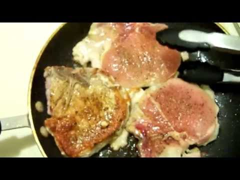 Moist Pork Chops And Applesauce