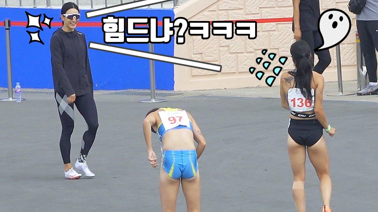 경기끝나고 힘든 동료에게 장난치는 여자 육상선수 ㅋㅋㅋㅋ 육상 완전 꿀잼이었네!?