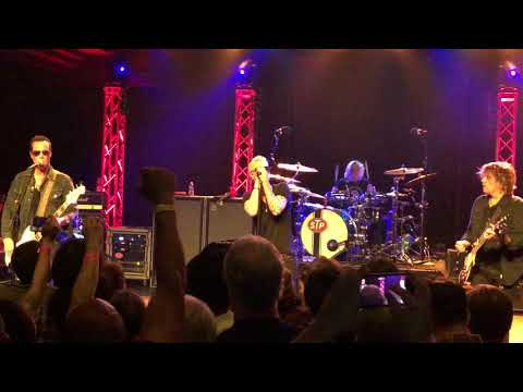 Stone Temple Pilots 'Interstate Love Song' - Live - For the first time with the new singer