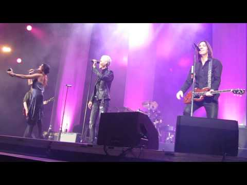 Roxette - teaser intro of She's Got Nothing On (But The Radio) - Tallinn 23/11/2014