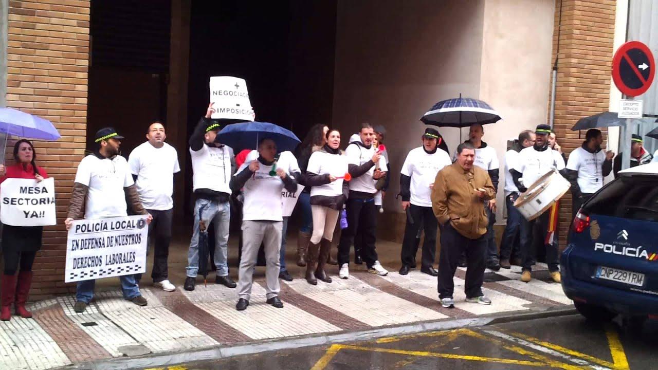 Manifestaci n de la polic a local de puertollano frente a for Juzgado de puertollano