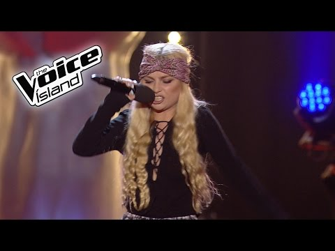 Margrét Arnarsdóttir - Should I Stay or Should I Go | The Voice Iceland 2016 | The Blind Auditions