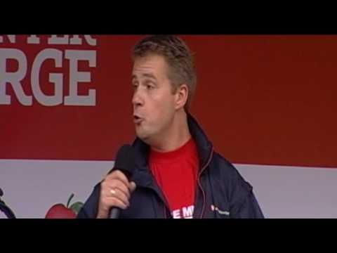 Stortingskandidat Per Willy Amundsen holder tale i Harstad under Valgtur 2009
