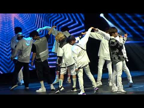 KCON NY 2018 Day 1 - Stray Kids - Hellevator