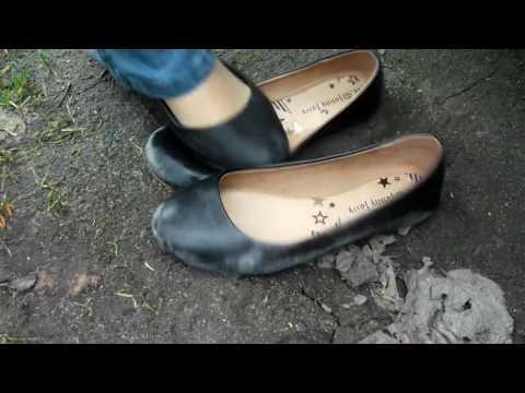 130 abused black ballerina flats