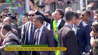 Bolsonaro Quebra Protocolo E Caminha Em Avenida Do Desfile Em Brasília