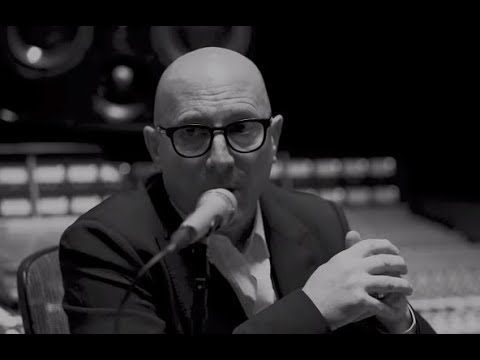 Maynard James Keenan has a chat with Metallica drummer Lars Ulrich .. on It's Electric!