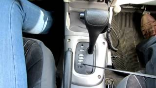 Умный водитель на автомобиле с автоматической коробкой.