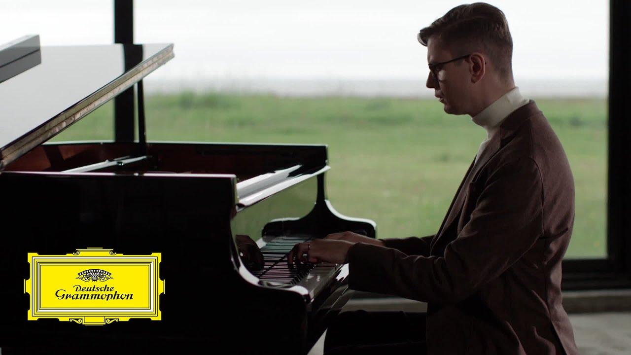 Víkingur Ólafsson - Cimarosa: Sonata No. 42 in D minor (Arr. by Víkingur Ólafsson)