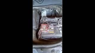 Renault Megane 2 : заглушка плюсовой клемы